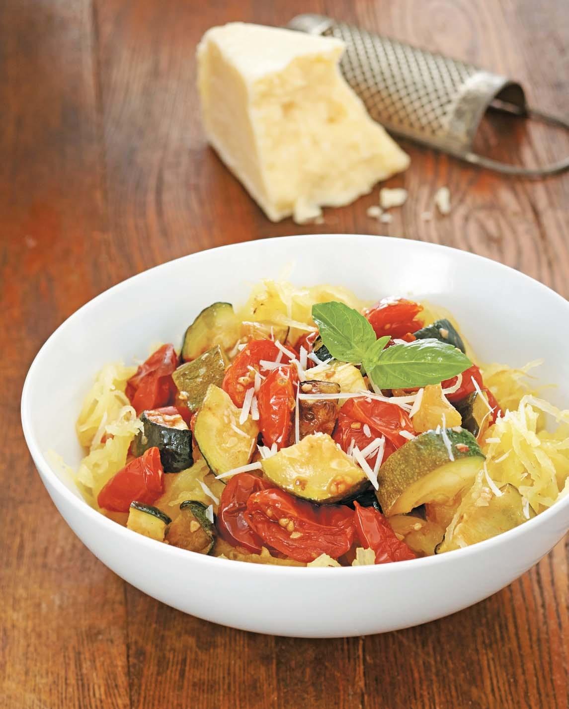 """Spaghetti Squash """"Pasta"""" with Zucchini, Basil, and Cherry Tomatoes/Spaghetti di zucca con zucchini, basilico e pomidori pacchini"""
