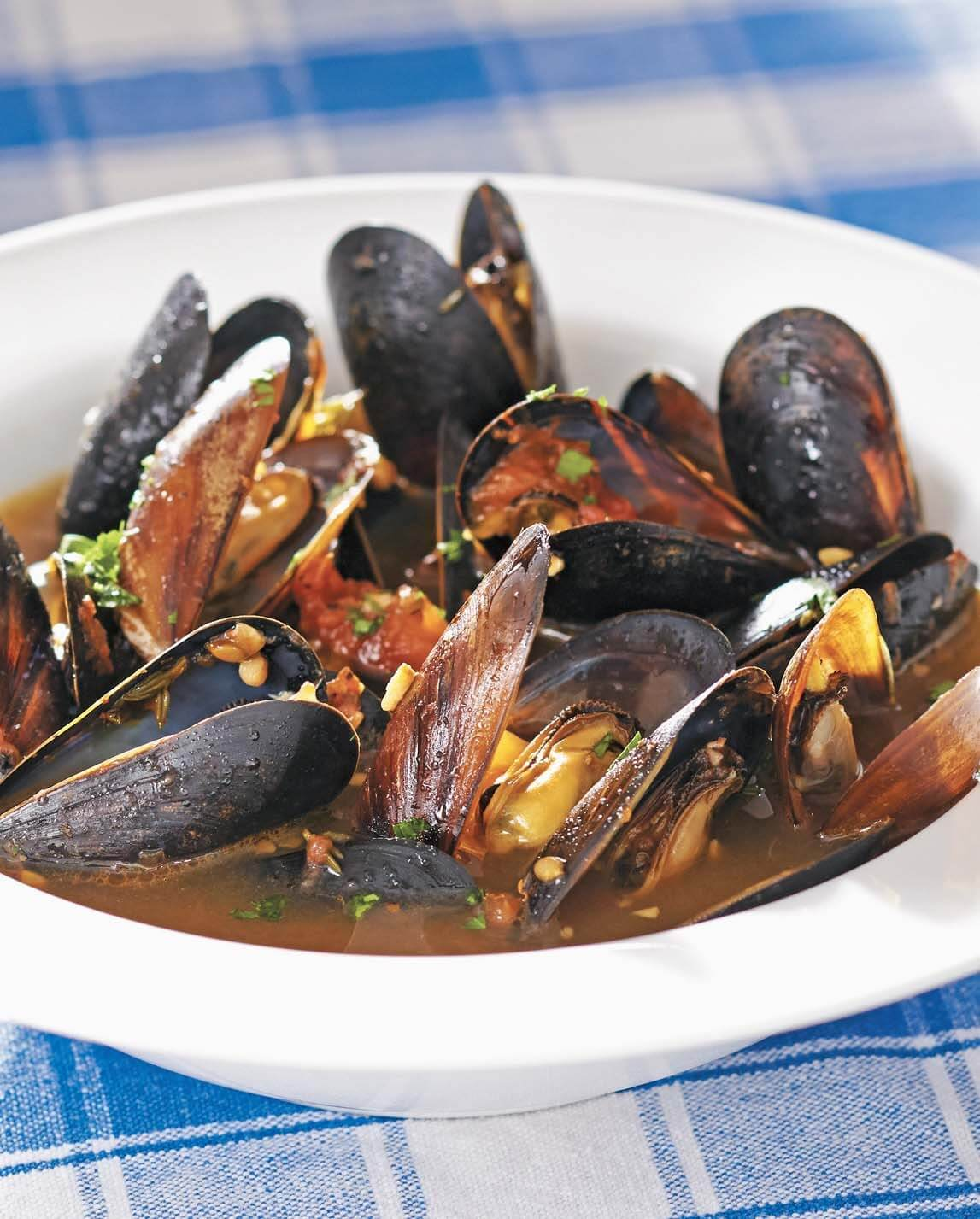 Mussels in Tomato–Saffron Broth/Moules Provencales