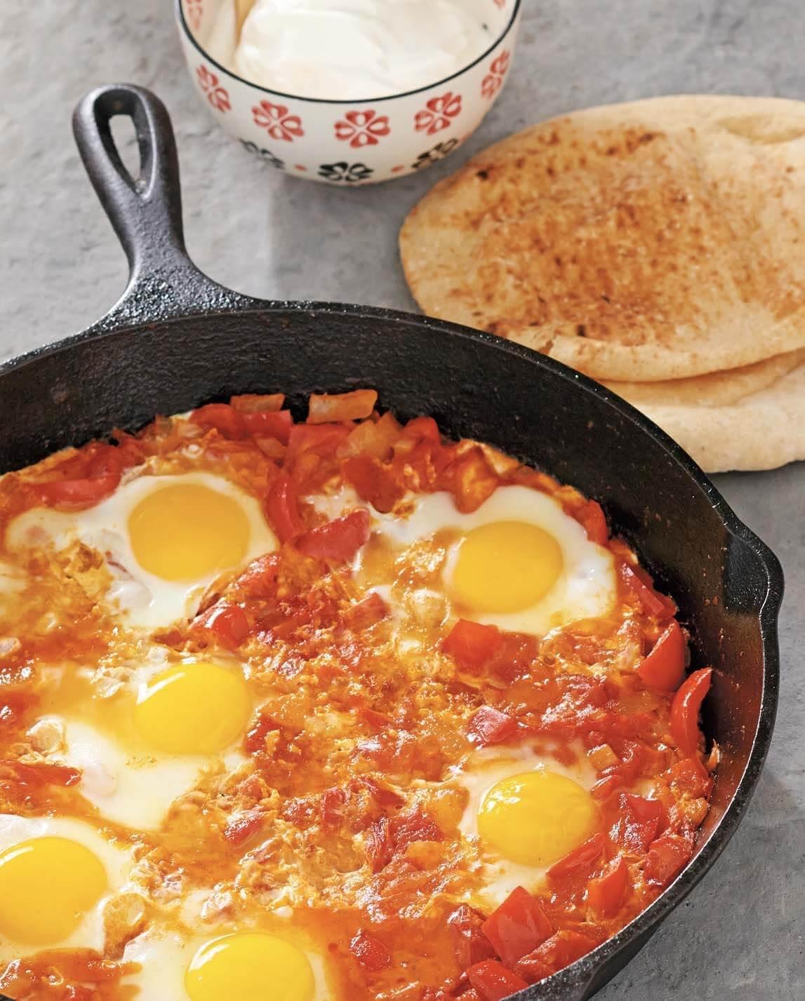 Israeli Shakshouka–Style Eggs/Shakshouka